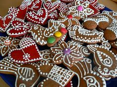 Perníčky – tipy, triky, inspirace | brydova.cz Xmas Cookies, Gingerbread Cookies, Sugar, Desserts, Food, Gingerbread Cupcakes, Tailgate Desserts, Deserts, Christmas Biscuits