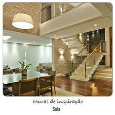 Inspiração para sala com pé direito duplo.  @arquiteturade❤️. #arquiteturadecoracao #arquitetura #ambientacao #instadecor #interior #Decor #detalhe #destaque #decoração #sala #adsala #revestimento #iluminacao #escada #adescada