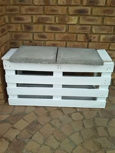 DIY #Pallet and Concrete Tiles #Garden #Bench and Table - 6 DIY Creative Things Made From Pallets | 101 Pallet Ideas