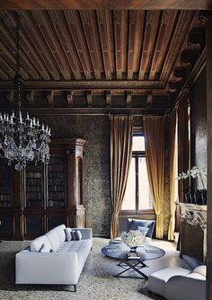 DESIGN THAT INSPIRES  Aman Canal Grande Venice A restored 16th-century palazzo complete with handmade Murano chandeliers. Photo by Simon Watson.