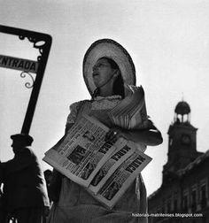 Newspaper seller at the Puerta del Sol, Madrid, ca. 1953 / Francesc Català-Roca / 'Historias matritenses: Tipos, tipillos y tipejos de Madrid'