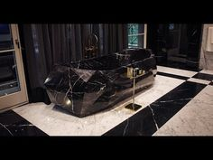 Delivery and instal of 4000 pound, one piece carved marble bath tub in Drakes new sq. Black Tub, Black Bath, Black Marble, Interior Design Books, Interior Decorating, Luxury Interior, Luxury Furniture, Couples Bathtub, Marble Bathtub