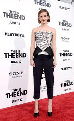 Emma Watson con bustier con péplum asimétrico, de Roland Mouret.