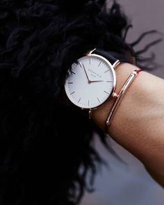 Beautiful & simple, a wrist doesn't need much.... #simplechic #beautiful #armcandy #blackwatch #classicwatch #bowery #sunday #rosefield #rosefieldwatches #amsterdam #newyork #nyc