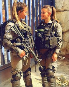 IDF - Israel Defense Forces - Women.✡ Military Couples, Military Women, Paintball Girl, Israeli Female Soldiers, Israeli Girls, Idf Women, Mein Style, Warrior Girl, Badass Women