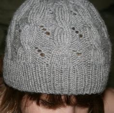 Hermione Cable & Eyelet Hat, knitting pattern based on Harry Potter and the Deathly Hallows. free pattern.