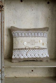 Wedding Ring Bearer Pillow Vintage Style Rustic por HomespunIreland