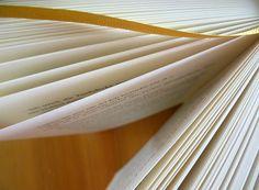 FRISCH GEBLOGGT!  Lesen lernen - als Erwachsene?! Ich hab das nicht nötig!  Und doch kann man sich sogar bei dieser essentiellen Kompetenz auch in der eigenen Muttersprache noch verbessern!  In diesem Artikel habe ich einige Tipps und Ideen dazu zusammengefasst, besonders für Studierende hinsichtlich Handling wissenschaftlicher Literatur.  #Blog #Artikel #lesen #Lesekompetenz #Studienkompetenzen http://www.plagiatpruefung.at/studis-lernt-lesen-mehr-studienkompetenzen-erlangen