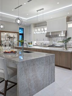 If a full kitchen renovation isn't on your calendar for the near future, the next best thing is to find simple ways to refresh your cooking space. #homedecor#homedesign#interiordesign#housedesign#kitchen#kitchenremodel#kitchendesign