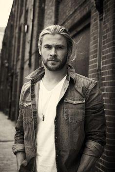 Chris Hemsworth! So hot!!