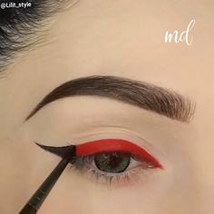 Wishing our eyeliner was so on fleek! tips for teens tips in tamil tips tricks for face for hair for makeup for skin Eyebrow Makeup Tips, Makeup Eye Looks, Eye Makeup Steps, Eye Makeup Art, Blue Eye Makeup, Smokey Eye Makeup, Skin Makeup, Eyeshadow Makeup, Red Eyeliner