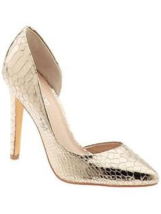 Finally!  Gold shoes done right.  Classic style would be so cute with Jeans and dressy top!