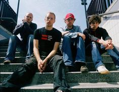 See Coldplay pictures, photo shoots, and listen online to the latest music. Daft Punk, Twenty One Pilots, Coldplay Art, Phil Harvey, The Verve, Matchbox Twenty, Music Backgrounds, Chris Martin, Country Music Singers