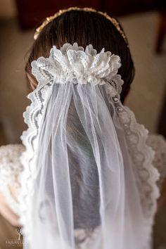 #velosdenovia #fabianluque Girls Dresses, Flower Girl Dresses, Photoshop, Wedding Dresses, Flowers, Fashion, Simple Style, Photo Style, Bridal Veils
