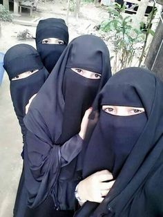 Niqabi friends taking a group pic (GOALS!)