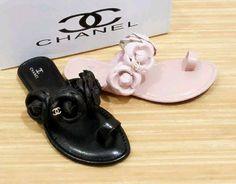 sandal Flat channel import hongkong   type 3358-2-522 warna yang tersedia : black & pink ukuran 30 31 32 33 34 35 harga @225