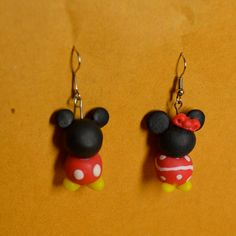 Mickey and Minnie Mouse inspired Couples Earring. Beaded Earrings, Beaded Jewelry, Beaded Bracelets, Unique Jewelry, Mickey And Minnie Love, Minnie Mouse, Mickey Mouse Earrings, Earring Tutorial, Disney Crafts