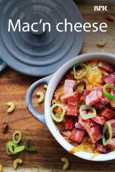 Mac'n cheese med bacon er en enkel og deilig rett fra Rolf Tikkanen Øygarden. Mac And Cheese, Sausage, Bacon, Food And Drink, Pasta, Meat, Dinner, Dining, Sausages