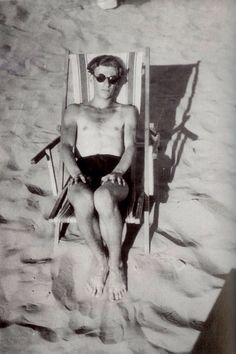 Hungarian poet Miklós Radnóti on the beach, 1929 Fire Island, Vacation Style, Vintage Photographs, Great Books, Old Photos, Statue, History, Pictures, Painting