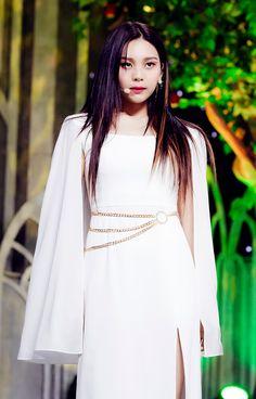 Stage Outfits, Girl Outfits, Kim Ye Won, Cloud Dancer, G Friend, Pop Group, Kpop Girls, Girlfriends, Bell Sleeve Top