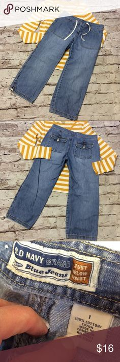 """OLD NAVY DRAWSTRING LIGHTWEIGHT DENIM CAPRIS Perfect pair for spring or summer with a drawstring, button, zip waist and drawstring legs. Gently used.  Measurements lying flat Waist 14"""" inseam 22"""" Old Navy Pants Capris"""