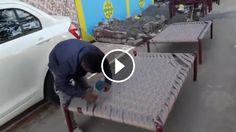 Chlapík vám v krátkom videu ukáže, akým spôsobom vypletať rošt postele.