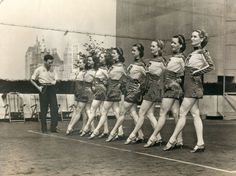 Rockettes dancers practicing, c.late 1930s/40s/ #vintage #1930s #1940s #dancers #chorus_line #cancan