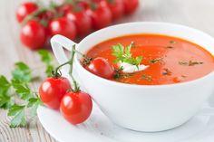 Recette du jour : Le Gazpacho andalou Ingrédients : -1 sachet hyperprotéiné soupe de Tomates Ligne & Protéines -200 ml d'eau -100 g de concombre Préparation : Dans le bol d'un mixer, placer le contenu d'un sachet soupe Tomates Ligne & Protéines, 200 ml d'eau et 100 g de concombre, mixez jusqu'à obtenir une texture bien lisse et réservez 1 heure au réfrigérateur. Ajoutez ail en poudre et quelques feuilles de basilic avant de déguster. Servez très frais.www.ligne-et-proteines.com