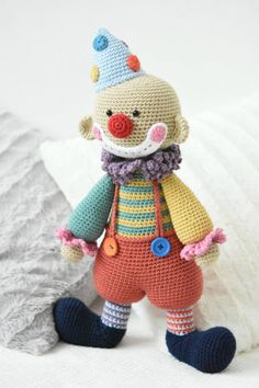 Chatterbox is a sweet and funny clown. A true friend of all kids around the world. Always happy and positive, encouraging and full of surprises. The toy has lots of small details that make him really special. It is an advanced pattern which requires skills and patience, but the result is definitely worth the effort!