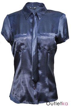 Bardzo modna w tym sezonie, elegancka bluzka z krawatem koloru bluzki typu śledzik (krawat jest odpinany). Bluzka zapinana na guziki, posiada kołnierzyk oraz dwie kieszonki z przodu. Dobra do pracy, jak i na imprezy okolicznościowe. Bluzka na zdjęciach mieni się od światła aparatu