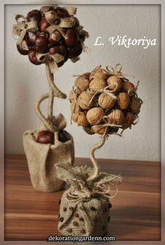 tree decorations made with walnuts Pine Cone Decorations, Decoration Table, Handmade Decorations, Christmas Decorations To Make, Nature Crafts, Fall Crafts, Diy And Crafts, Crafts For Kids, Arts And Crafts