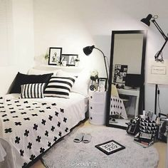 Help and techniques for bedroom decor for teens - This will assist give your room a lot more personality. Use your imagination to ensure that people don't think your very own. Small Room Bedroom, Room Ideas Bedroom, Home Decor Bedroom, Couple Bedroom, Cosy Bedroom, Bedroom Loft, Bedroom Furniture Sets, Teen Bedroom, Bedroom Plants