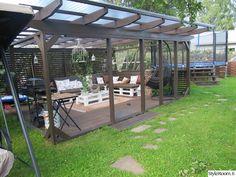 sohva,piha,pergola,kuormalava,grilli Outdoor Dining, Outdoor Spaces, Outdoor Decor, Dream Garden, The Great Outdoors, Pergola, Deck, Swimming, Cottage