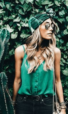 This is one of the tropical trendy summer outfits! #summeroutfits #headband #palmpattern #summersunglasses #tropicaloutfit