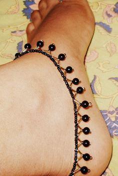 bead anklet-just a photo but you crafty girls can certainly figure this simple pattern out