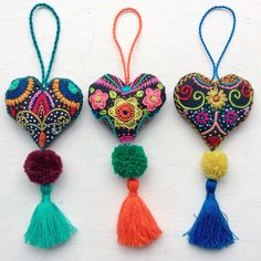 tres-corazones-colgantes-para-bolso-puerta-mueble-etc_23589770648_o