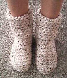 Slipper Boots!  Free pattern... - Chaussons en laine