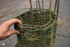 Weaving a basic basket Paper Basket Weaving, Willow Weaving, Rope Basket, Bramble, Eccentric, Farming, Homesteading, Gardening, Ideas