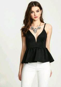 This chic peplum top is our go-to for city nights we wish would never end - 2019 Summer Fashion Outfits, Night Outfits, Cute Outfits, White Skinny Jeans, Peplum Blouse, Bustier Top, Sewing Blouses, Bra Tops, Clothing Patterns
