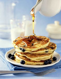 Pancake Recipe Easy An American Pancake Recipe – Easy For All Pancake Recipe Easy. Pancakes are a big part of the American breakfast. American Breakfast, American Pancakes, Chocolate Chip Pancakes, Blueberry Pancakes, Pancake Dessert, Homemade Pancakes, Meals For One, Yummy Food, Delicious Recipes