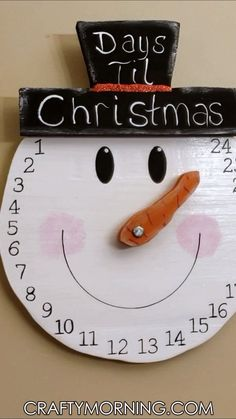 Fun countdown to christmas of a snowman head. So cute! (affiliate link) Etsy find Christmas Countdown, Christmas 2019, Christmas Signs, Simple Christmas, Rustic Christmas, Christmas Projects, Winter Christmas, Christmas Bazaar Crafts, Christmas Crafts