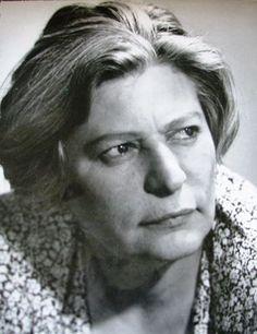 """Ana Pauker (născută Hanna Rabinsohn, 13 februarie 1893 – d. 3 iunie 1960) a fost o militantă activistă și fruntașă comunistă româncă, după Al Doilea Război Mondial lideră a grupării promoscovite (""""Pauker"""") care a controlat până în 1952 Partidului Comunis Român, vice-prim-ministru și ministru de externe al României"""
