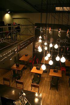 Mobiliario FS en la cafetería Charlotte de Barcelona.
