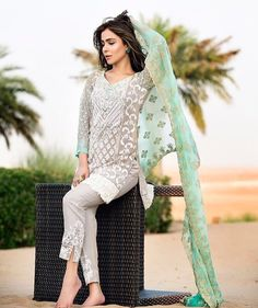 Zainab Chottani Majestic Allure Eid Formal 2016 Price in Pakistan famous brand online shopping, luxury embroidered suit now in buy online & shipping wide nation. Whatsapp: 00923452355358 Website: www. Pakistani Casual Wear, Pakistani Formal Dresses, Eid Dresses, Pakistani Bridal Wear, Pakistani Outfits, Indian Outfits, Indian Dresses, Eid Outfits, Formal Outfits