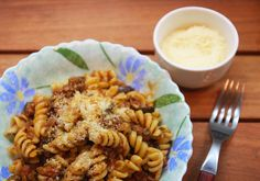 Pasta with Easy Meat Sauce ~ Fast Food Near Me  A healthy alternative to the traditional spaghetti and meat balls recipe. The key is in using fresh pasta and extra lean beef. As for the past choice – follow your kids preferences and choose anything they want from linguine, bow ties, wagon wheels, spaghetti etc.