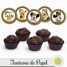 TOPPER PARA DOCE MICKEY SÁFARI III Cupcake Mickey, Bolo Mickey, Safari Theme Party, Party Themes, Mickey Mouse Parties, Bottle Cap Images, Disney Crafts, Boy Birthday Parties, Mini Cupcakes