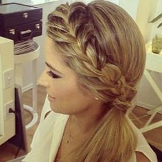 French Braid into a Low Side Ponytail pferdeschwanz, 45 Elegant Ponytail Hairstyles for Special Occasions Side Ponytail Hairstyles, Side Braid Ponytail, Elegant Ponytail, Side Ponytails, Pretty Hairstyles, Wedding Hairstyles, Braid Hair, Side Braid With Curls, Side Braids For Long Hair