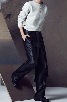 fashion editorials, shows, campaigns & more!: 1000 faces: mariacarla boscono by txema yeste for harper's bazaar spain march 2015 Red Fashion, White Fashion, Leather Fashion, Fashion Models, Fashion Show, Images Instagram, Fashion Gone Rouge, Harper's Bazaar, Vogue