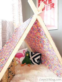 DIY Play Tent Based on the other tutorial, but with Velcro. Diy For Kids, Crafts For Kids, Activities For Kids, Europa Camping, Camping Info, Sewing Projects, Projects To Try, Diy And Crafts, Arts And Crafts