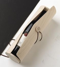Eyelet and string enclosure for this beautiful wooden wine case. Having trouble sourcing where this image comes from. Wine Design, Box Design, Wine Bottle Design, Bottle Packaging, Brand Packaging, Bottle Box, Bottle Carrier, Wine Collection, Wine Case